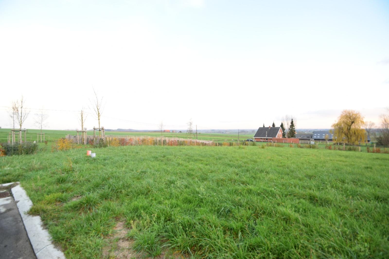 Halfopenbebouwing centraal in Heuvelland - 3