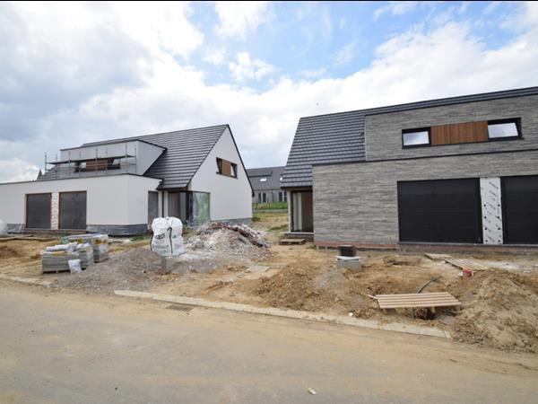 Halfopenbebouwing centraal in Heuvelland