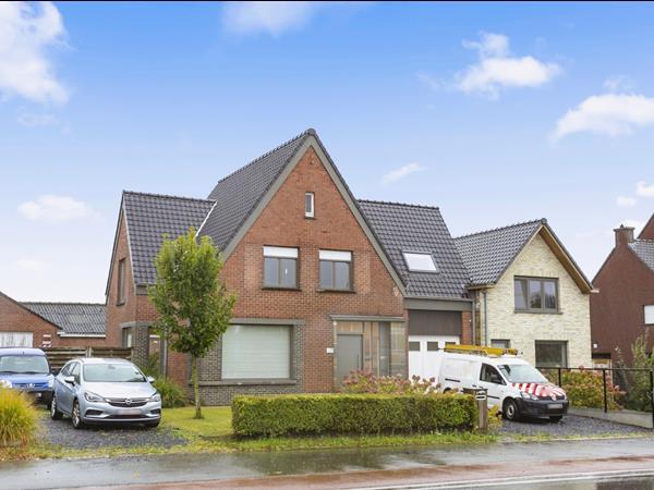 Prachtig gerenoveerde gezinswoning op uiterst centrale ligging