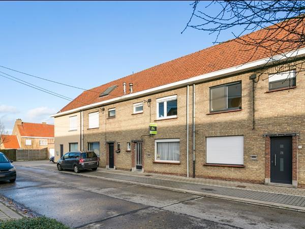Bijzonder ruime gezinswoning aan de stadsrand van Roeselare