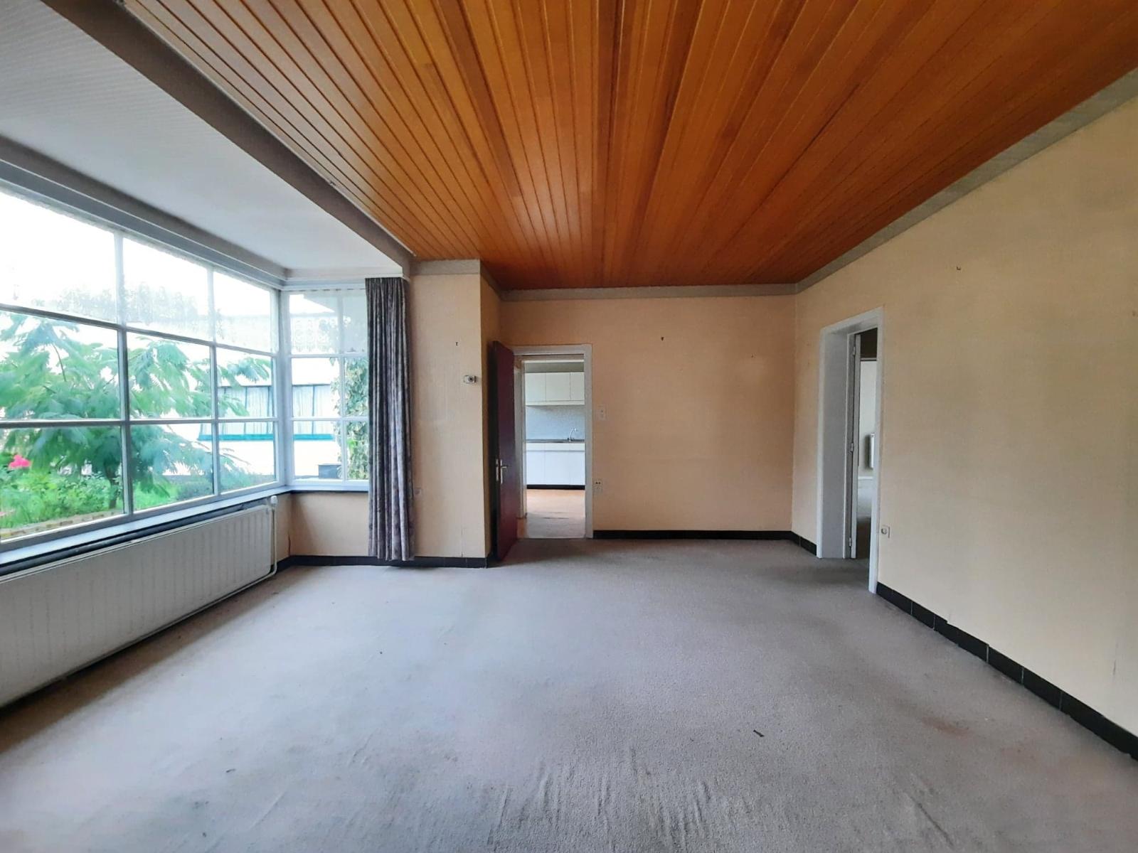 Centraal gelegen, te renoveren woning met mogelijkheid tot tweewoonst - 6