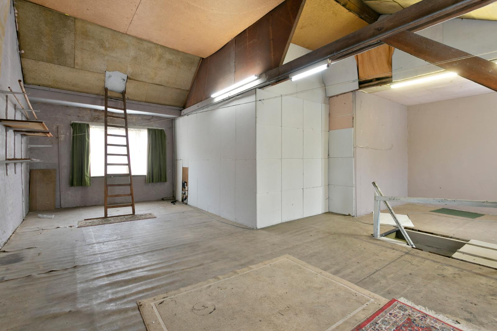 Centraal gelegen, te renoveren woning met mogelijkheid tot tweewoonst - 15