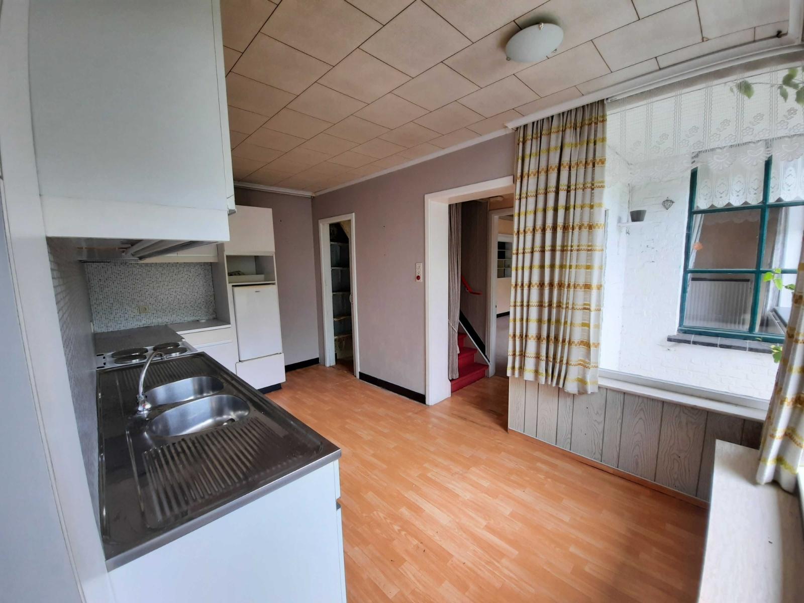 Centraal gelegen, te renoveren woning met mogelijkheid tot tweewoonst - 11