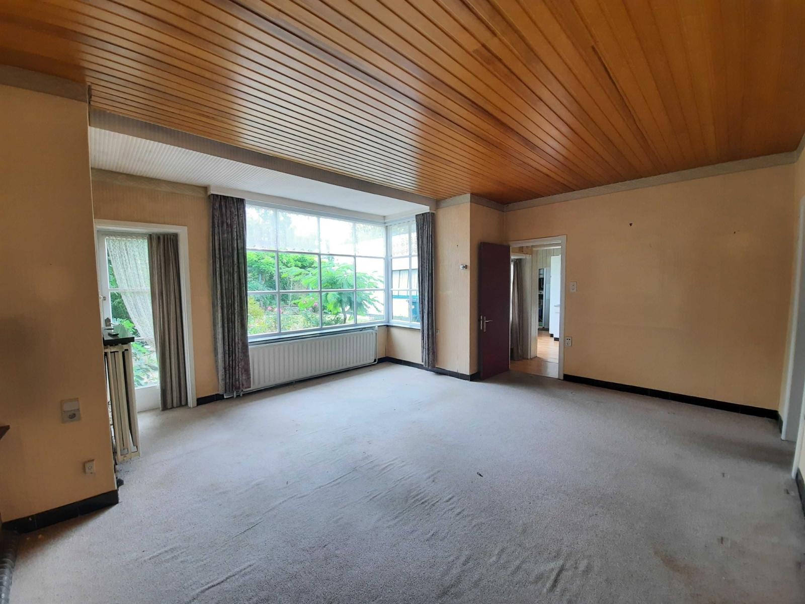 Centraal gelegen, te renoveren woning met mogelijkheid tot tweewoonst - 7