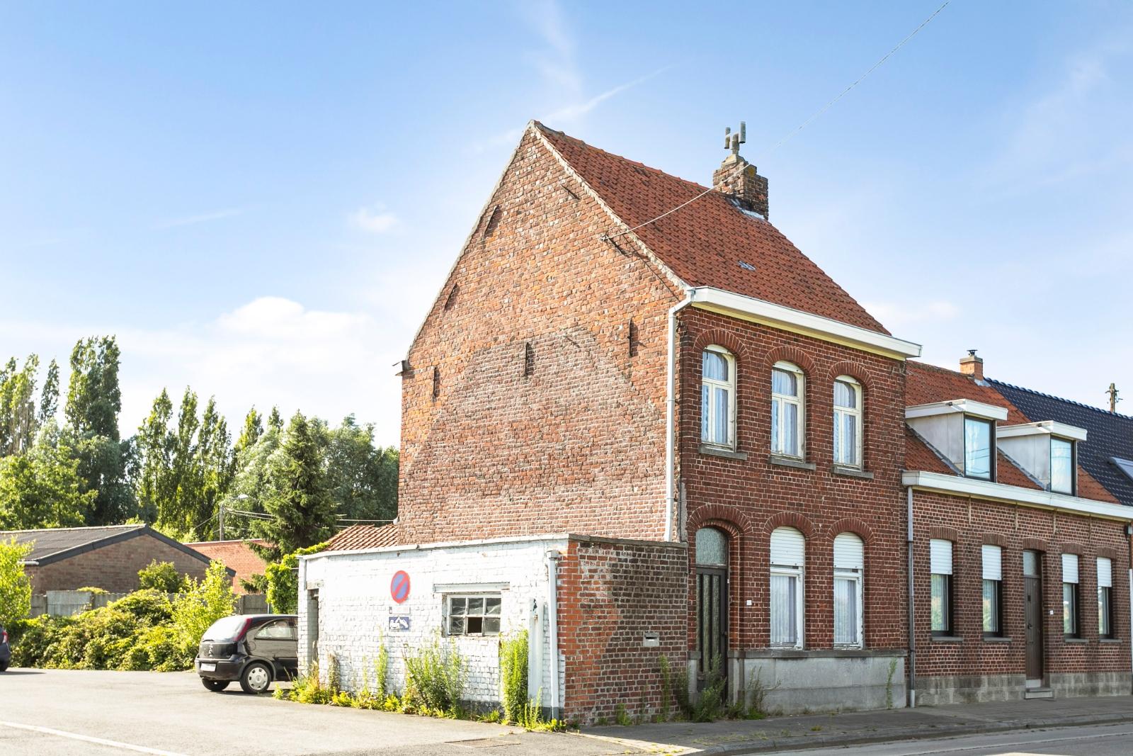 Te renoveren, halfopen woning, gelegen in de stadsrand van Izegem - 2