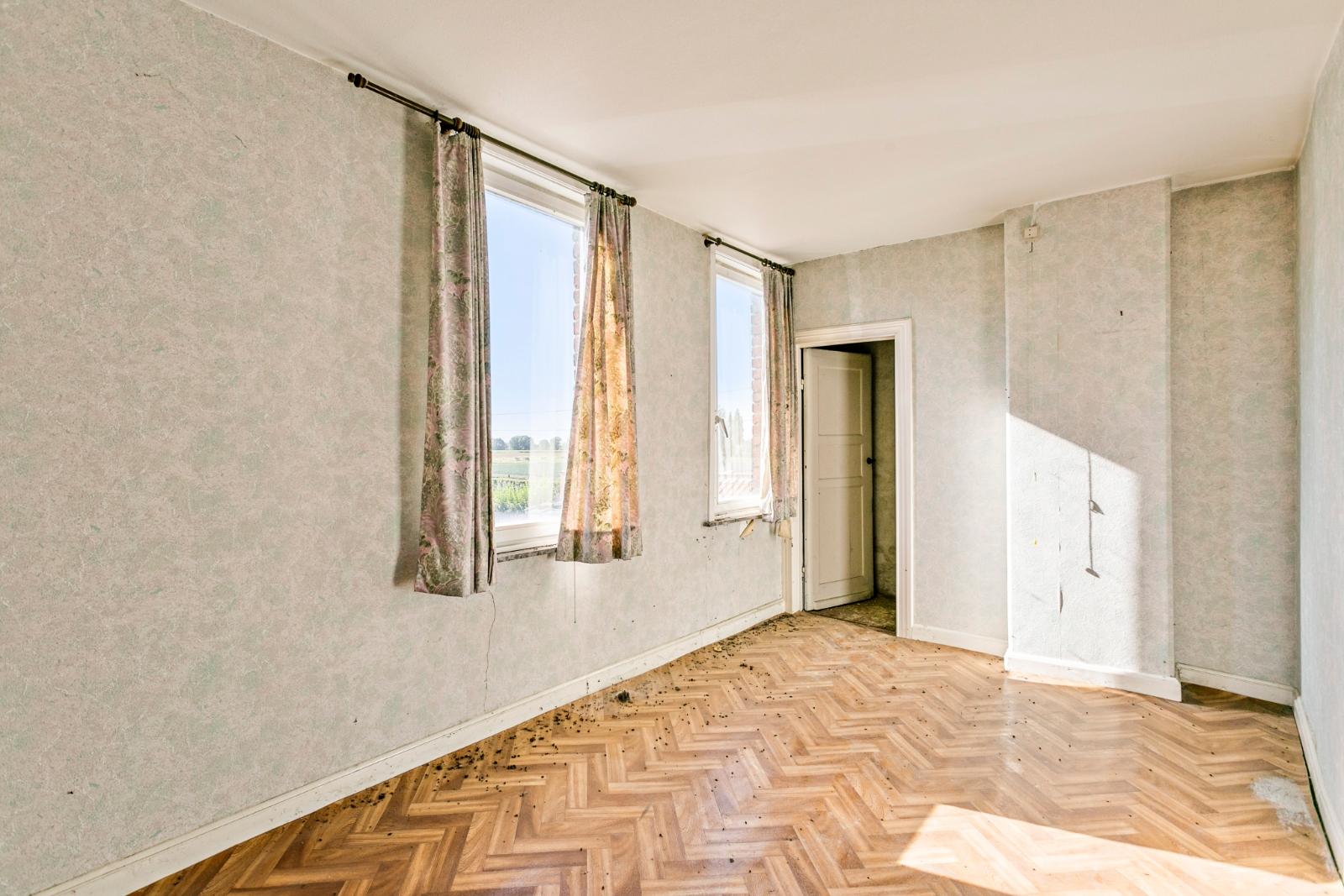 Te renoveren, halfopen woning, gelegen in de stadsrand van Izegem - 10