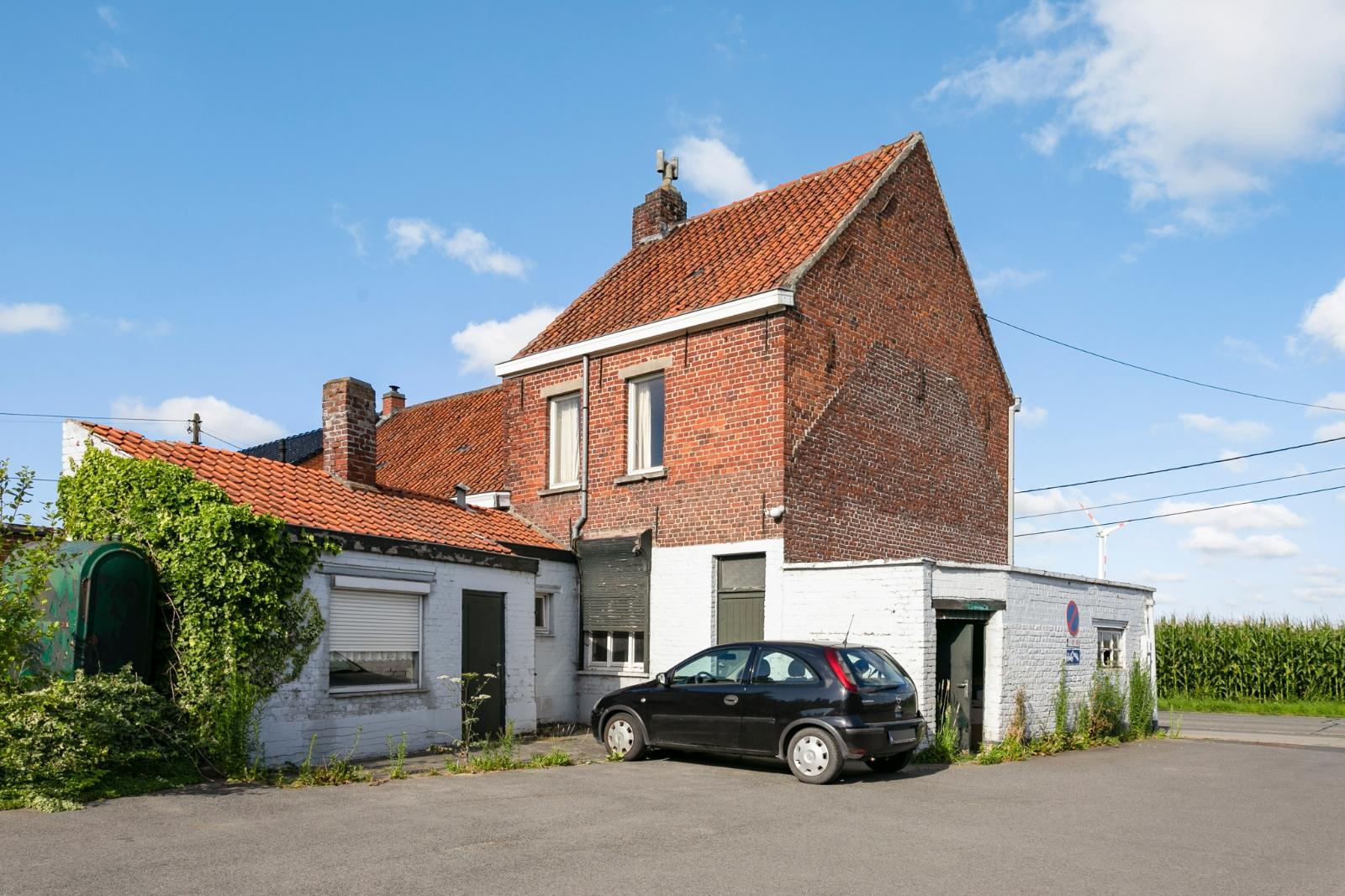 Te renoveren, halfopen woning, gelegen in de stadsrand van Izegem - 4
