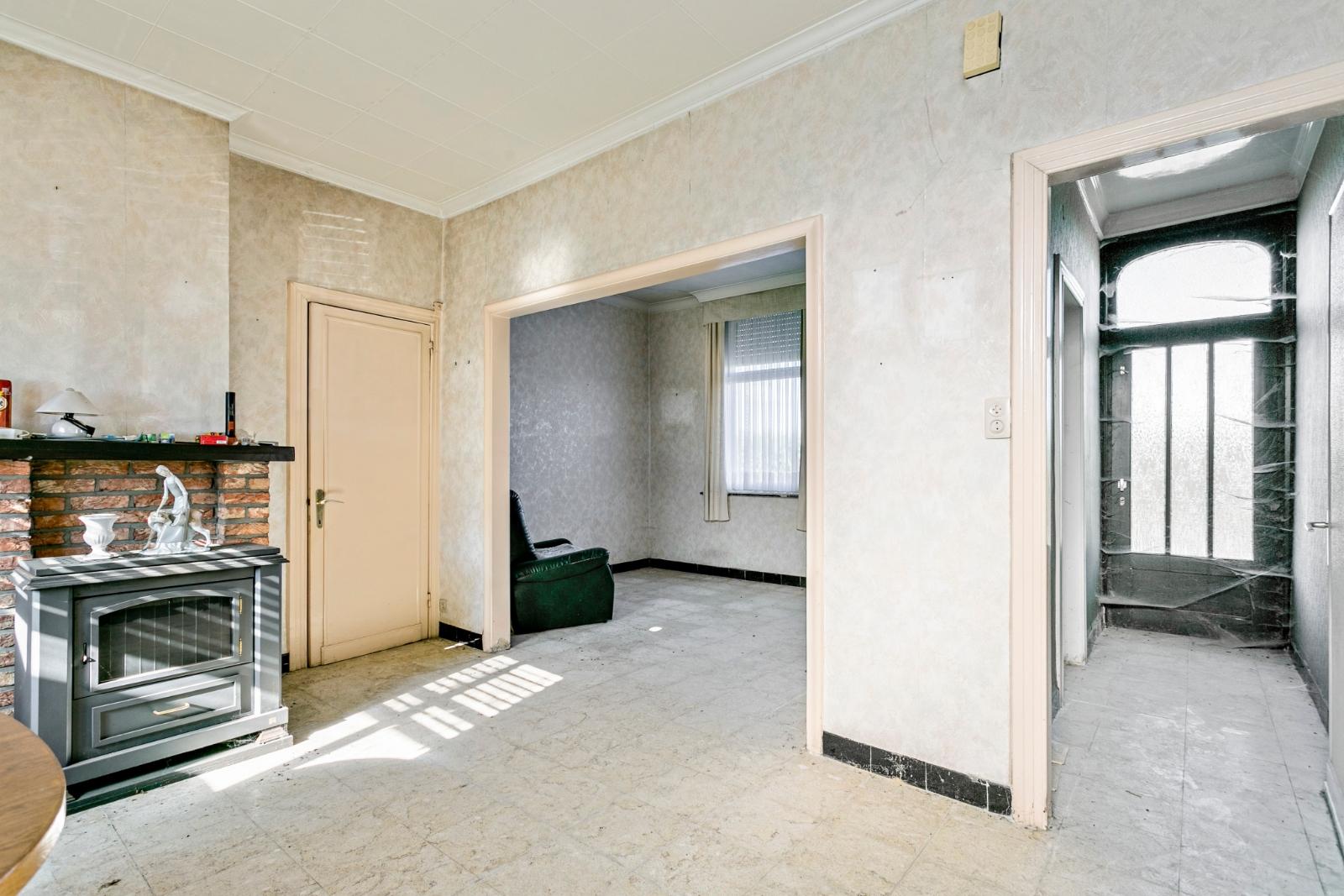 Te renoveren, halfopen woning, gelegen in de stadsrand van Izegem - 6