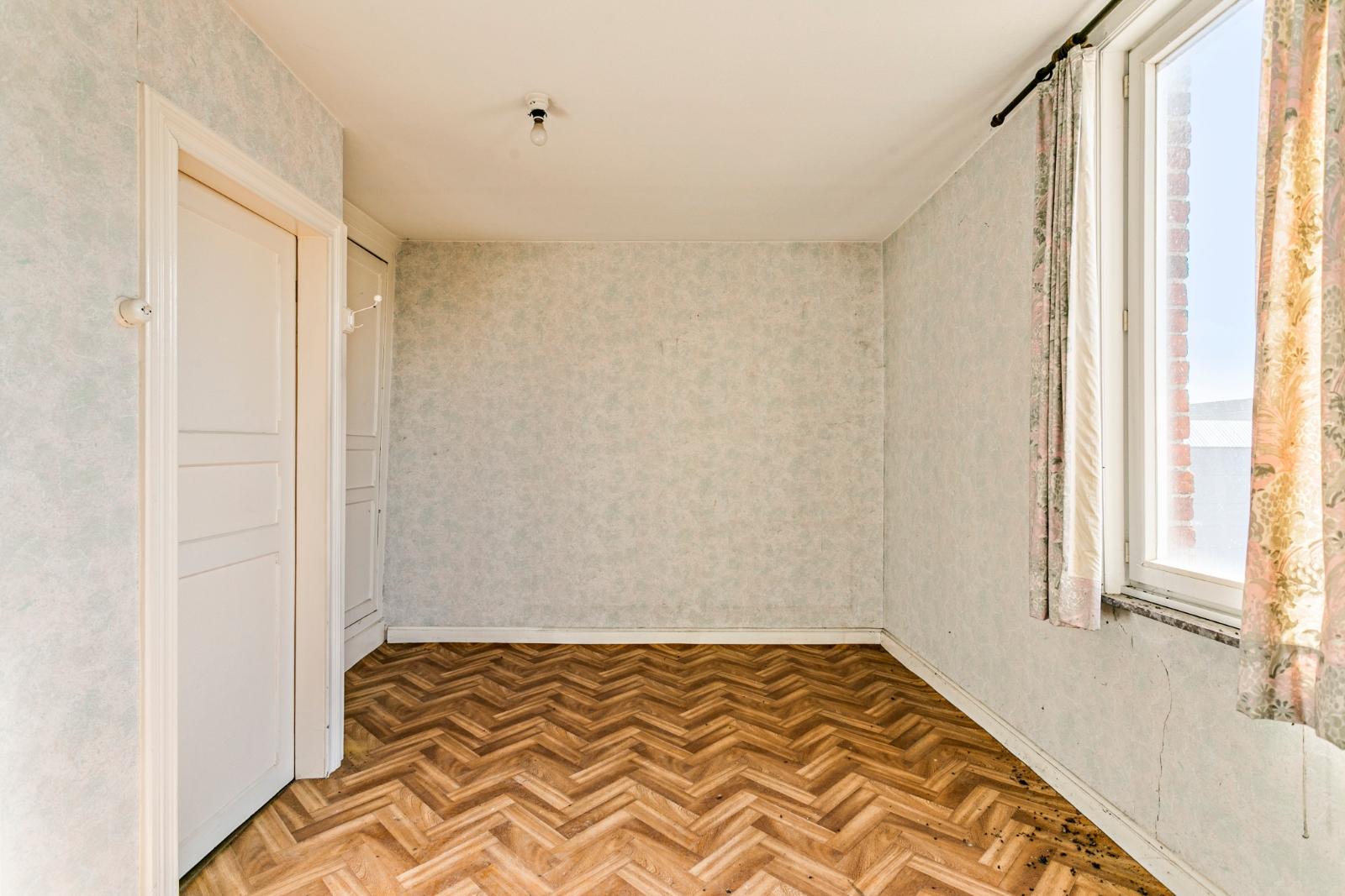Te renoveren, halfopen woning, gelegen in de stadsrand van Izegem - 11