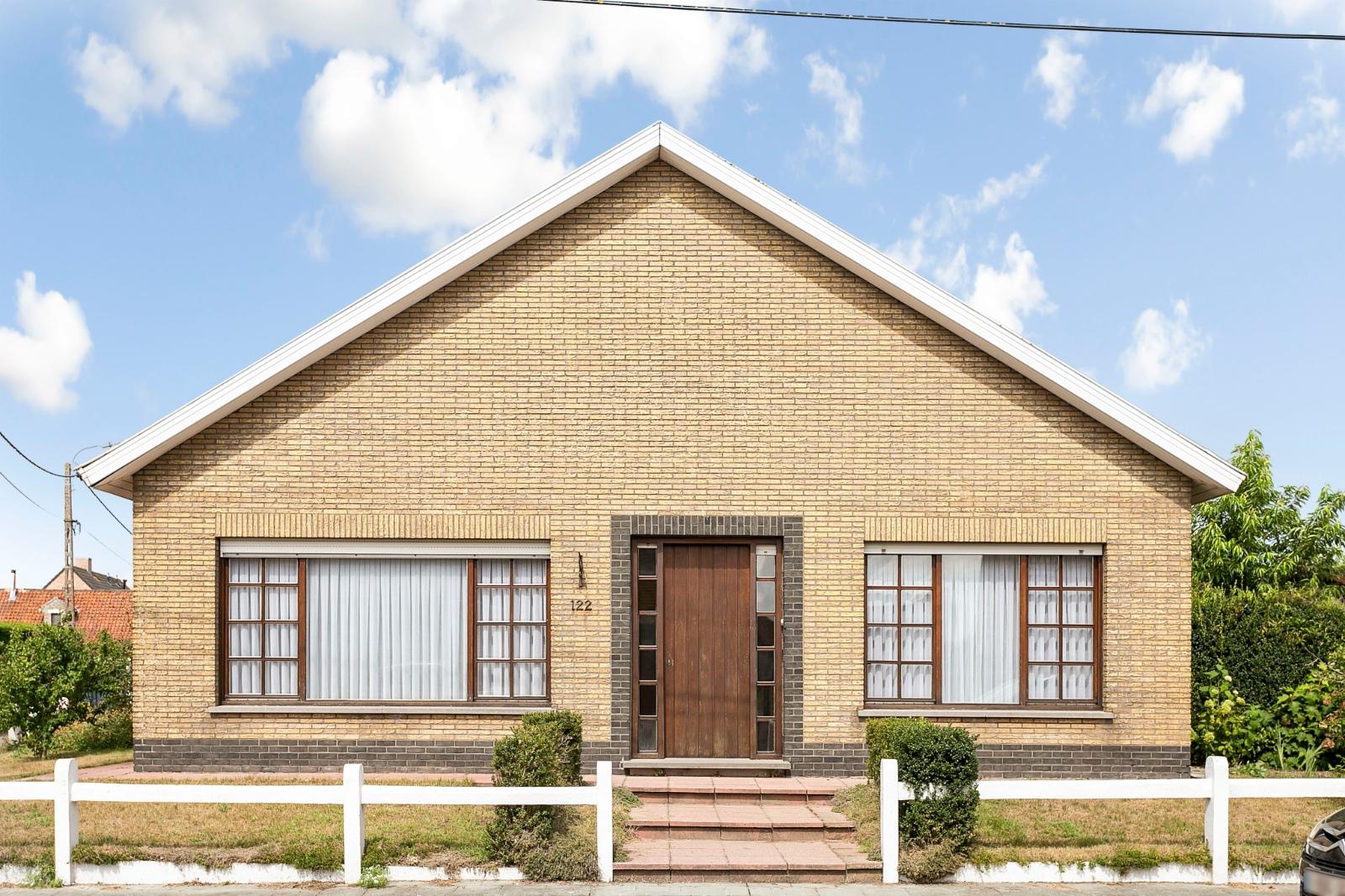 Vrijstaande, gelijkvloerse woning met garage en 3 slaapkamers te Koekelare - 2