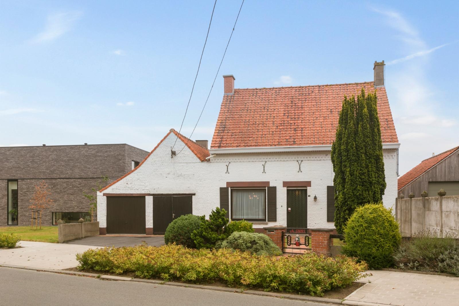 Vrijstaande, te moderniseren woning met grote tuin en dubbele garage in de stadsrand van Roeselare - 2