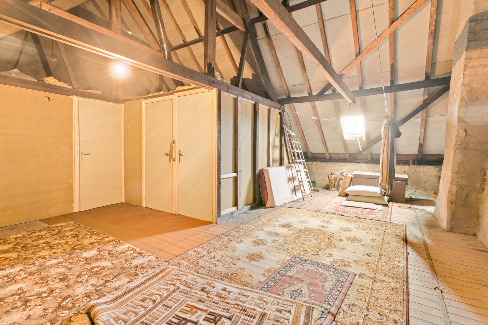 Vrijstaande, te moderniseren woning met grote tuin en dubbele garage in de stadsrand van Roeselare - 12