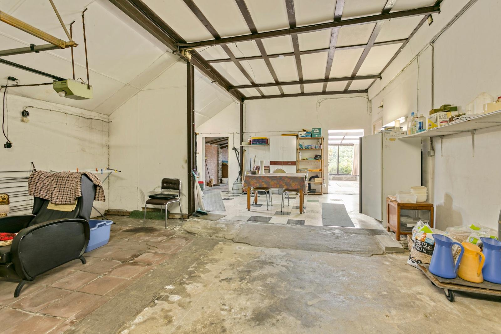 Vrijstaande, te moderniseren woning met grote tuin en dubbele garage in de stadsrand van Roeselare - 14