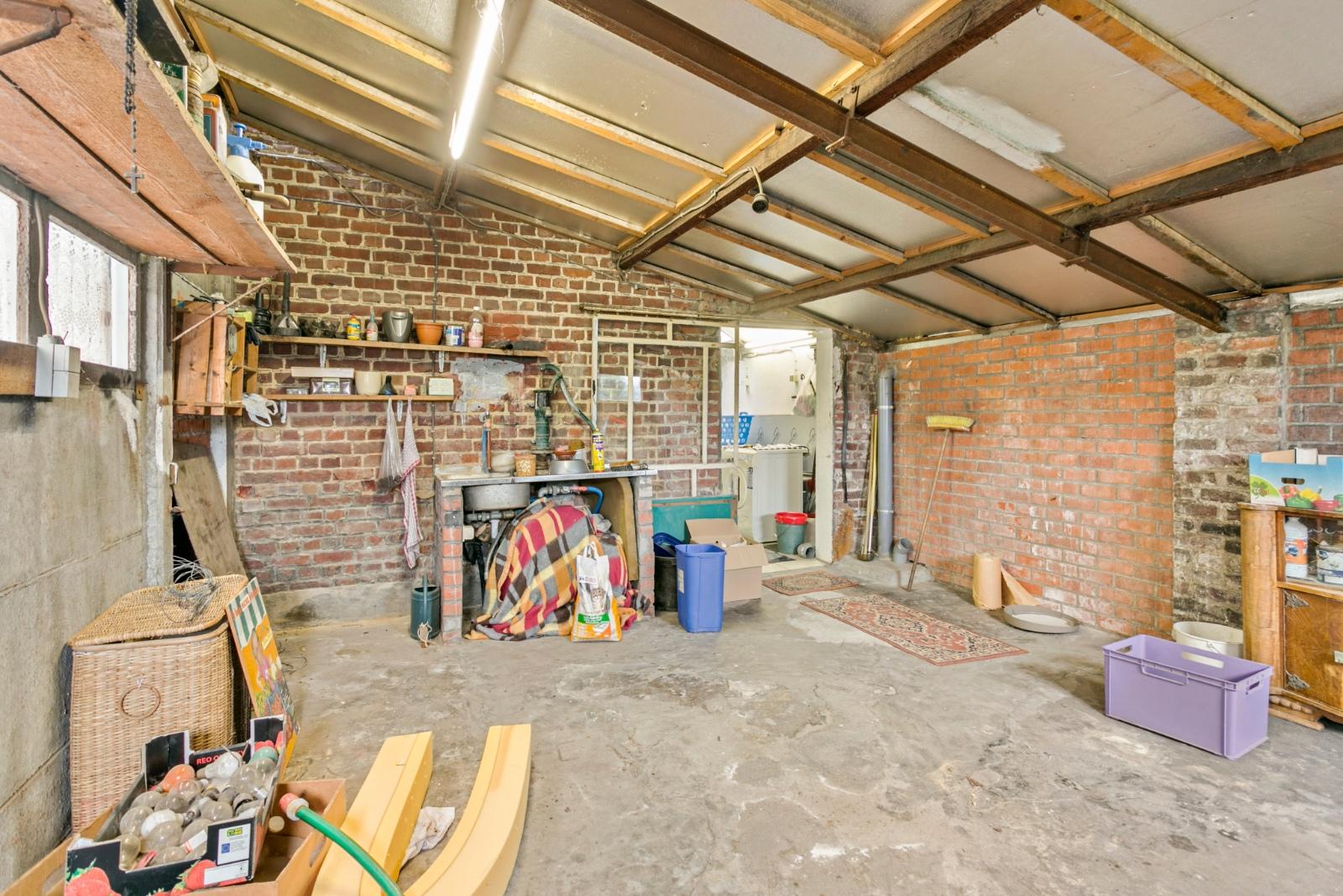 Vrijstaande, te moderniseren woning met grote tuin en dubbele garage in de stadsrand van Roeselare - 17