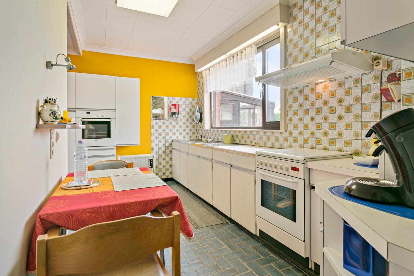 Vrijstaande, te moderniseren woning met grote tuin en dubbele garage in de stadsrand van Roeselare - 8