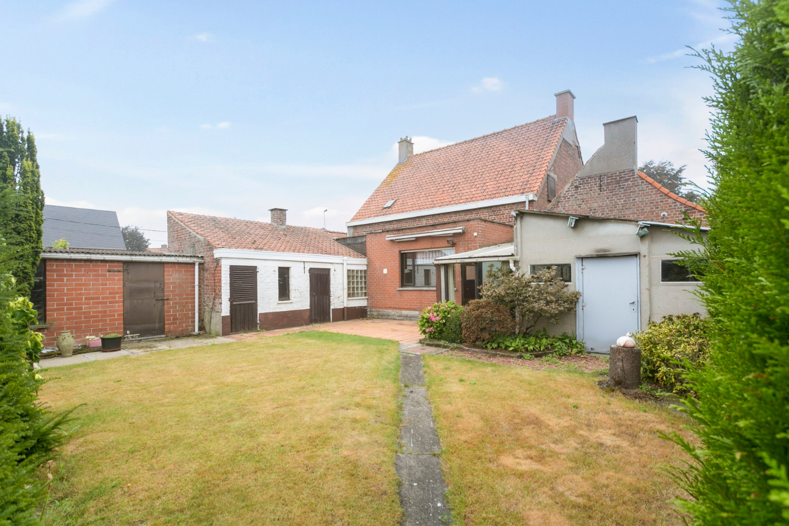 Vrijstaande, te moderniseren woning met grote tuin en dubbele garage in de stadsrand van Roeselare - 20