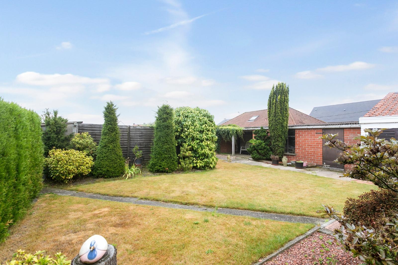 Vrijstaande, te moderniseren woning met grote tuin en dubbele garage in de stadsrand van Roeselare - 21