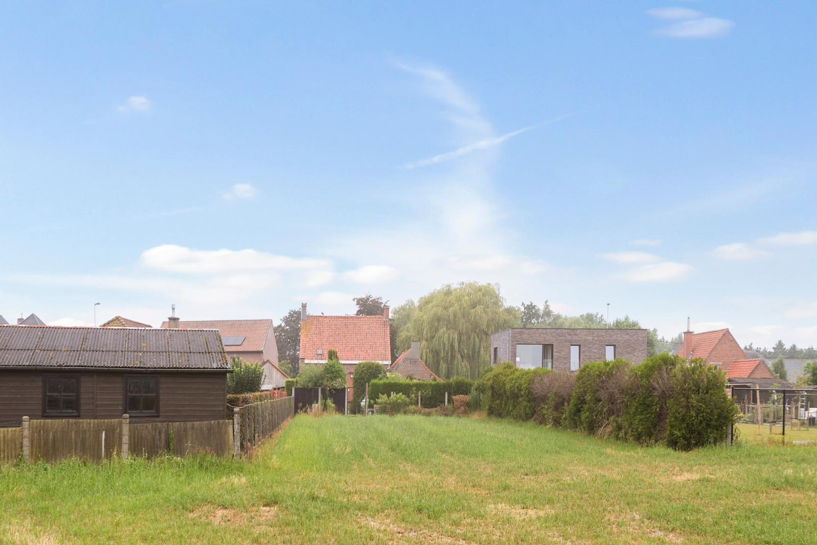 Vrijstaande, te moderniseren woning met grote tuin en dubbele garage in de stadsrand van Roeselare - 3