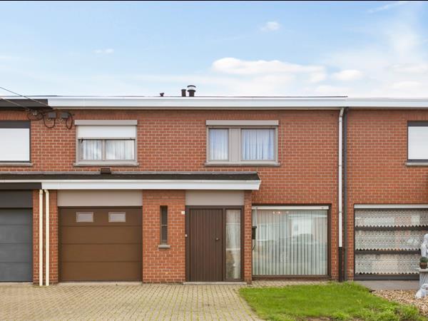 Rustig gelegen woning met garage en tuin, te Hooglede