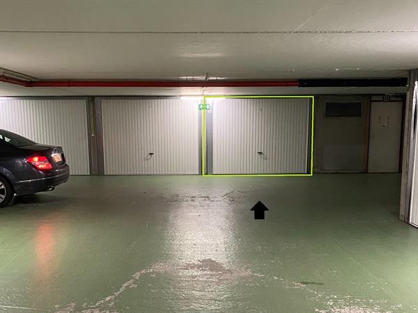 Garage op topligging met elektrische poort