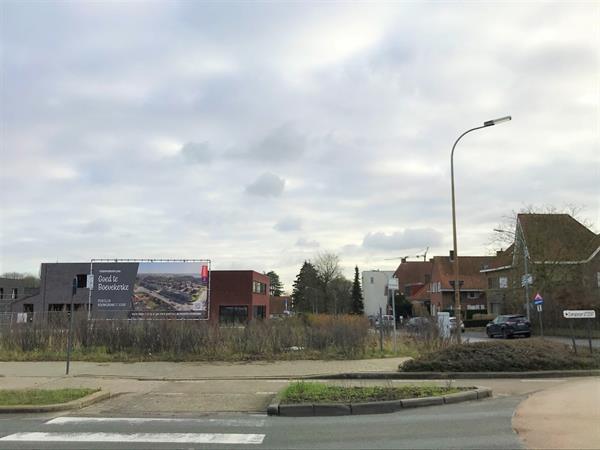 Ruim lot bouwgrond (382 m²!) op 't Hoge voor een moderne halfopen bebouwing