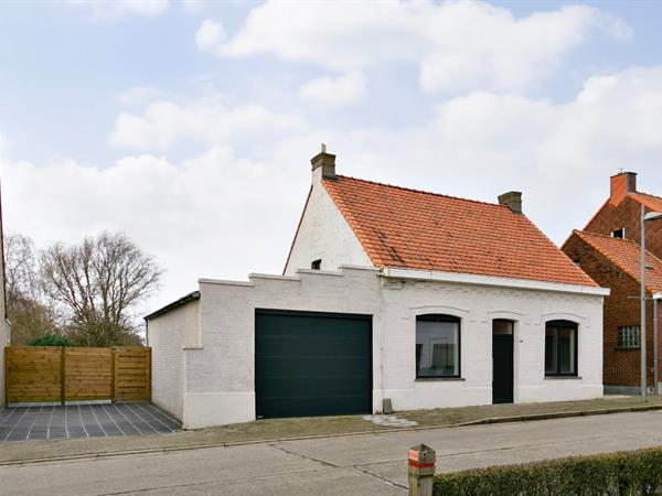 Volledig gerenoveerde woning met tuin, garage en 3 slpks