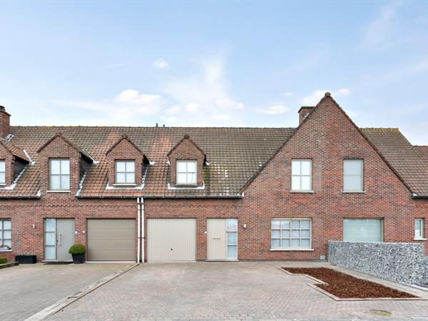 Rustig gelegen gezinswoning met 3 slaapkamers, garage en tuin, nabij het centrum van Kortrijk