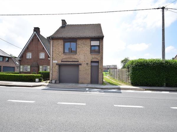 Vrijstaande woning met 3 slpk, garage en tuin
