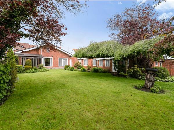 Charmante bungalow met 2 slpk, garage en tuin