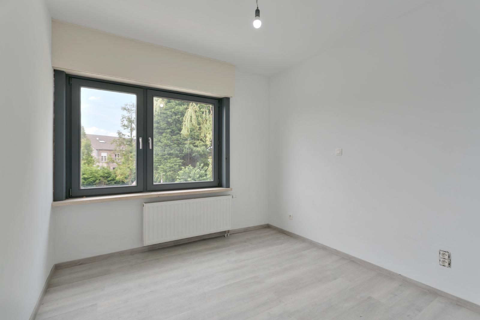 Halfopen woning met 3 slpk, gelegen op perceel van 1.165 m2 - 18