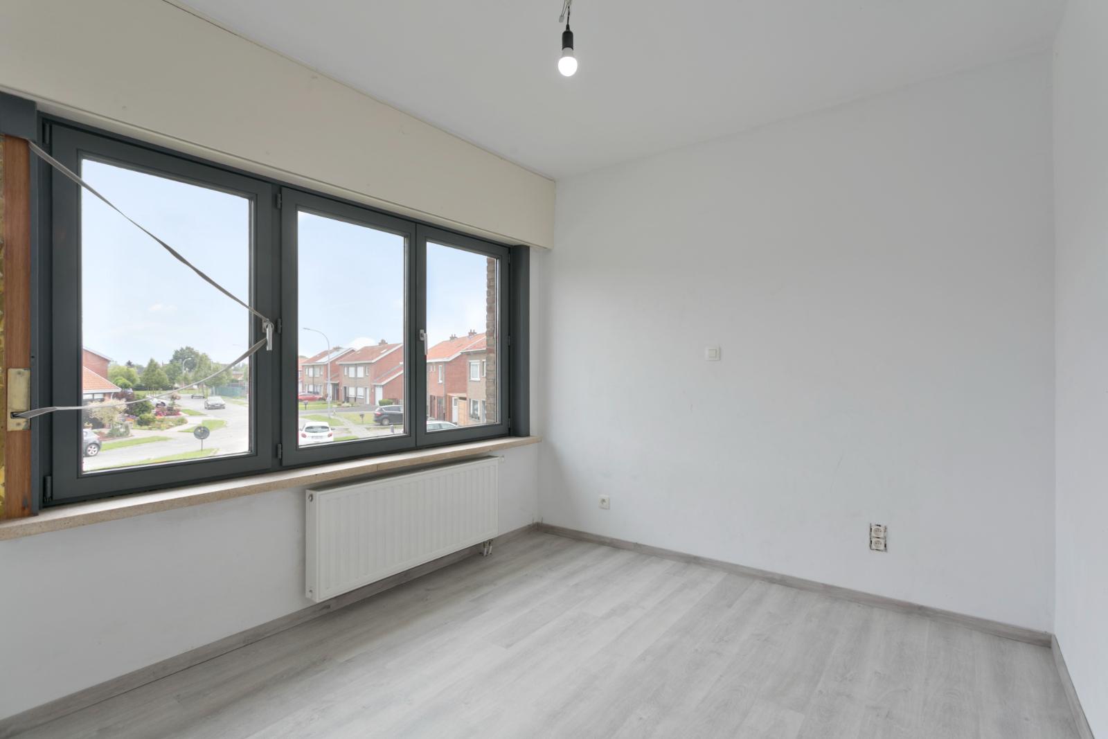 Halfopen woning met 3 slpk, gelegen op perceel van 1.165 m2 - 19
